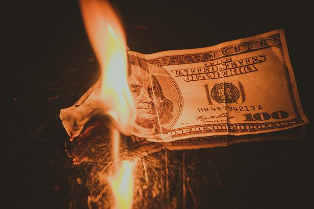 Порча на деньги (безденежье): снятие, как определить, победить сглаз