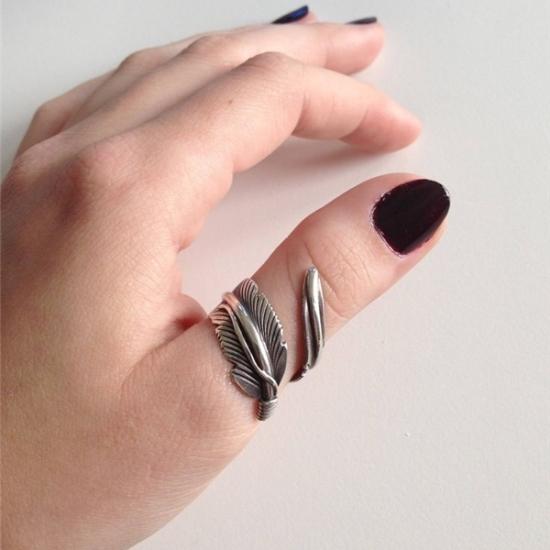 Кольца-обереги: для женщин, как сделать, на каком пальце носить