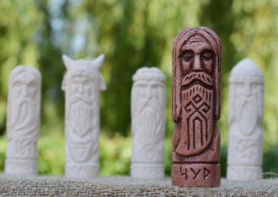 Оберег Чур: значение оберега, славянский символ, описание