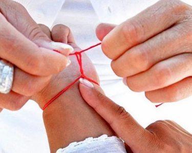 На какой руке носить красную нить: на удачу, на правой или левой, как надеть и завязать правильно