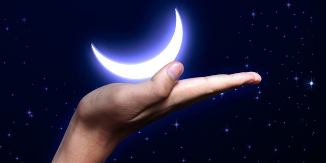 Заговор на деньги на убывающую луну: читать в домашних условиях, возврат