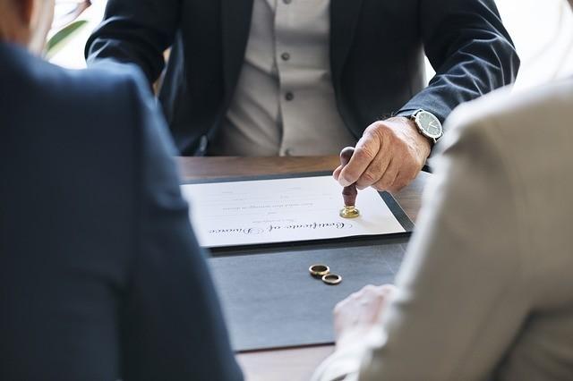 Заговор на развод: читать между мужем и женой, вернуть после, наказать семейную пару