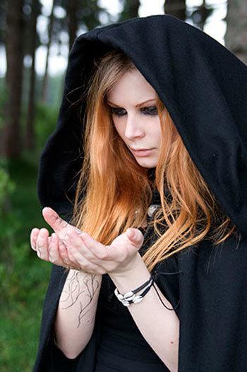 Порча на смерть человека: признаки, у женщины, через какое время проявляется