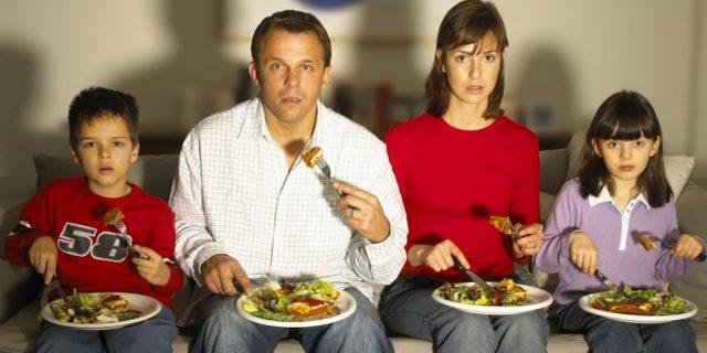 Почему нельзя есть перед зеркалом