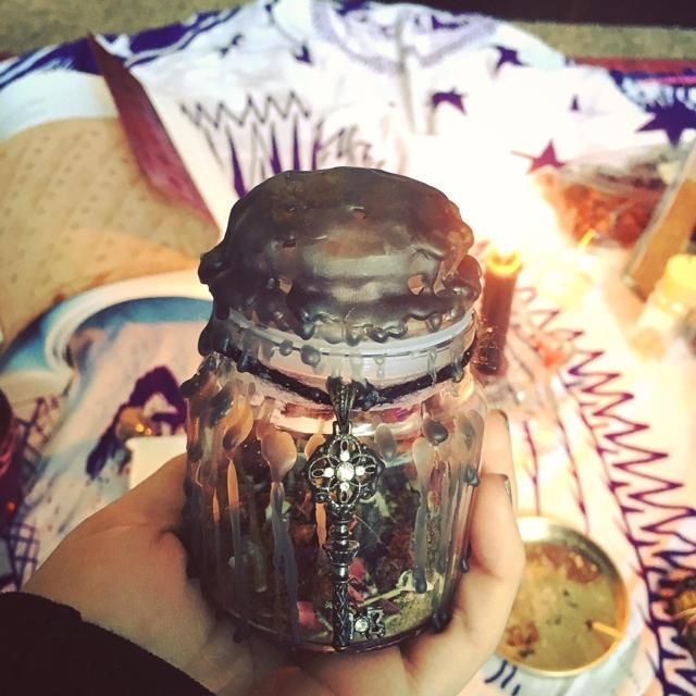 Ведьмина бутылка: на любовь, защита от порчи, для денег